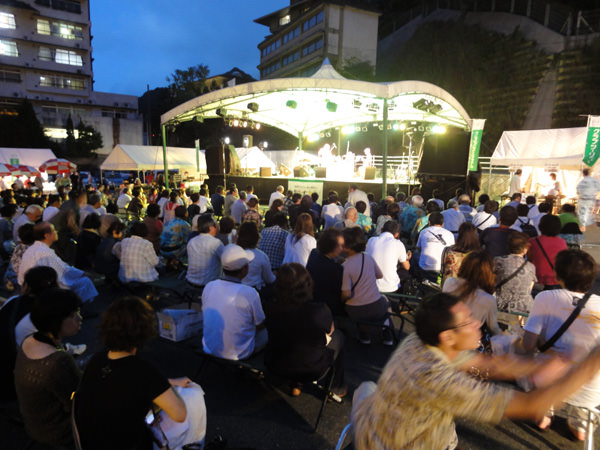 8月27日、28日に湯本温泉街にてJAZZフェスタが開催されました。