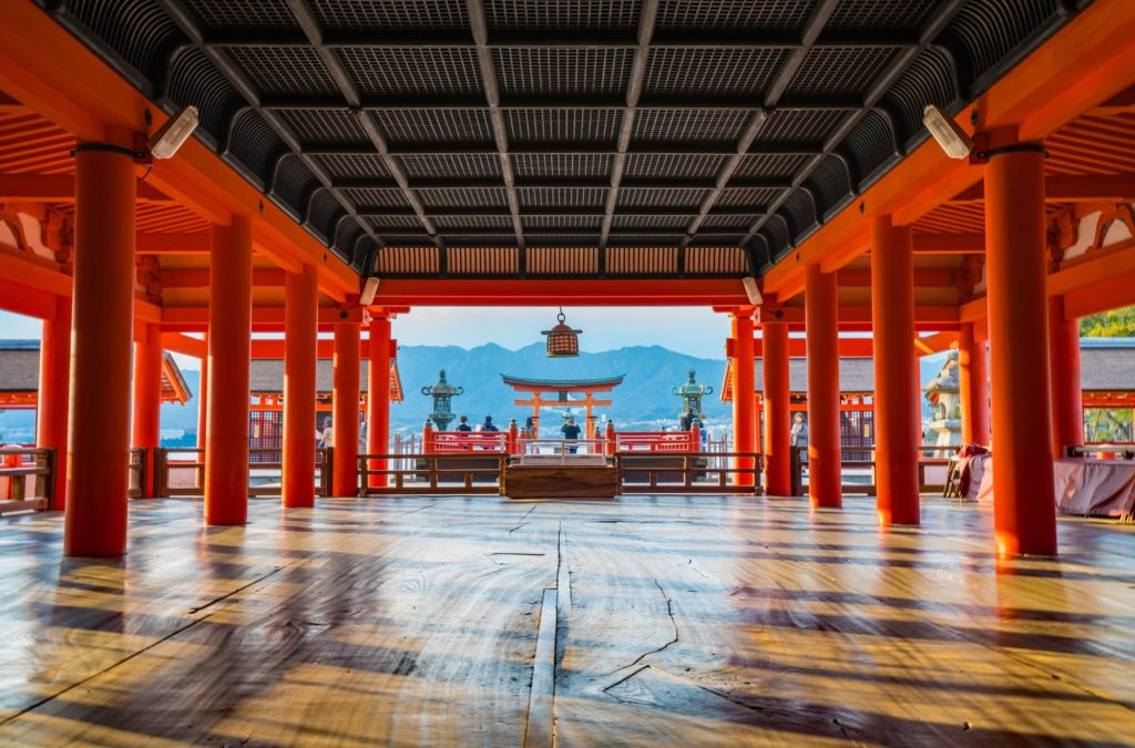 itsukushima-shrine_pixta02