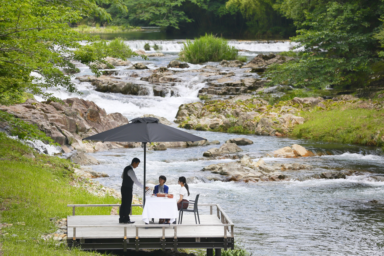 【川床の催し】山々からの風を感じる4シーンの「カフェプラン」のご案内。(7月1日~10月31日)