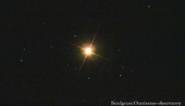 【3月の天体ドーム】西の空に浮かぶ3つの赤い星の正体は?月や星団との組み合わせが見ものです。