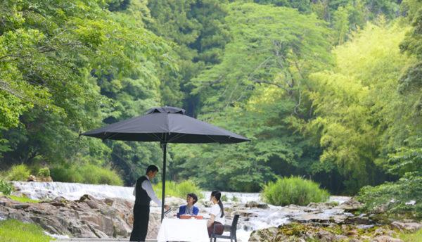 【夏の催し】音信川の川床に山並み。「選べる4シーンのカフェプラン」で長門湯本の風情を感じませんか?(7月2日~10月31日)